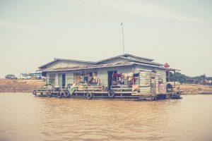 Village sur l'eau au Cambodge